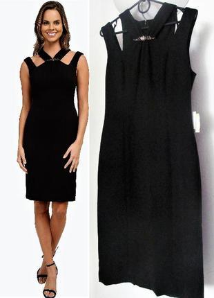 Коктейльное платье с оригинальным декольте  и вырезами по плеч...