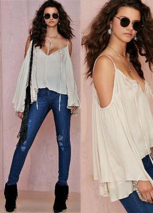 Летняя блуза (gipsy-style) с оголенными плечами и расширяющими...