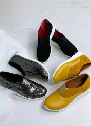 Туфли на низком каблуке из натуральной кожи
