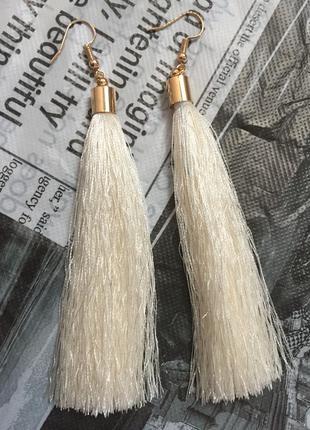 Серьги кисточки длинные белые
