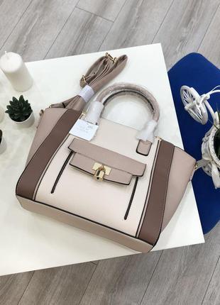 Пудровая вместительная сумка шоппер, кожаная со вставками и ка...