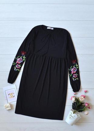 Красиве плаття з вишивкою