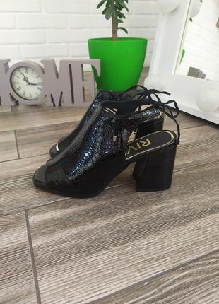 Шикарные новые  босоножки мюли на актуальном каблуке