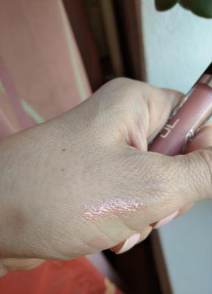 Нежно розовый блеск для губ lip gloss