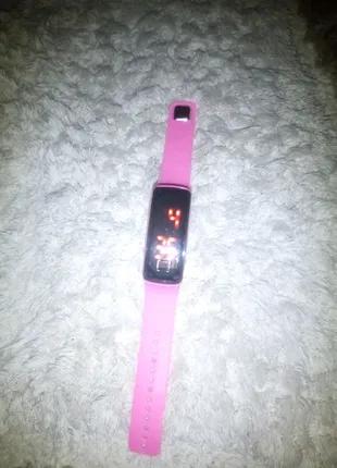 Наручные часы электронные