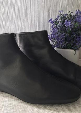 Кожаные женские ботинки zara
