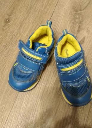 Детская обувь размеры  22-24