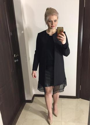 Удлинённый чёрный пиджак тренч с кружевом