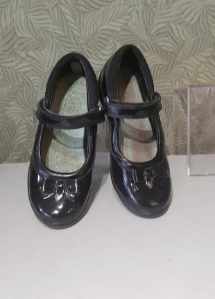 Детские туфли лаковые 29р