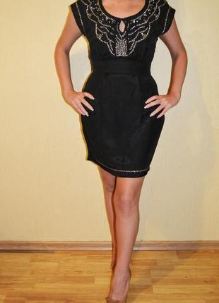 Черное платье mango с вышивкой