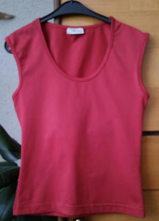 Красная футболка без рукавов definitions