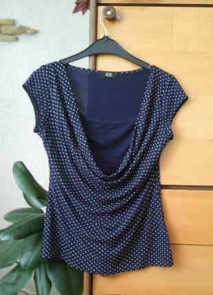 Темно-синяя блузка-футболка в горошек