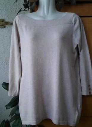 Легкий свитер актуального пудрового цвета