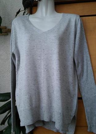 Серый легкий джемпер с рукавами в рубчик и разрезами по бокам