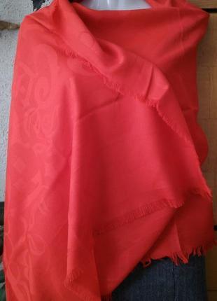 Шарф-палантин  красного цвета с уникальной технологией 3d-принта