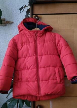 Яркая красная курточка для малыша, на 2-3 года