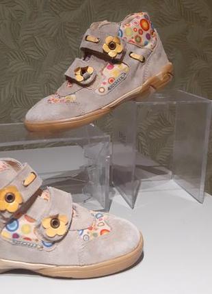Демисезонные ботинки на девочку кожаные