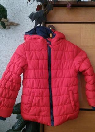 Красная детская куртка с флисовой подкладкой