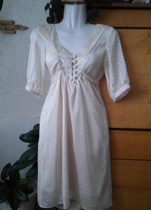 Нарядное платье в актуальном бельевом стиле