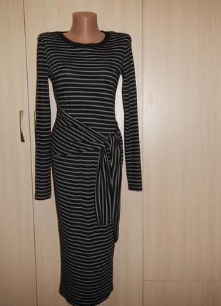 Стильное платье в полоску с длинным рукавом