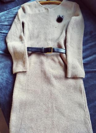 Абсолютно новое вязаное платье миди