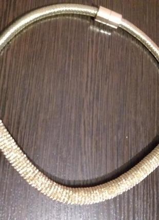 Ожерелье новое , очень яркое, под золото