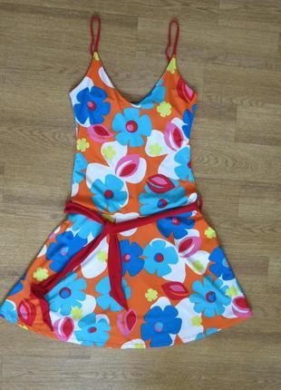 Яркое платье на девочку