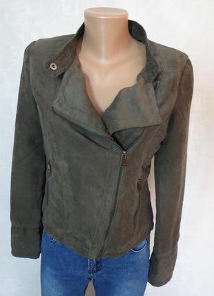 Стильная куртка косуха с бахромой под замшу laura jo