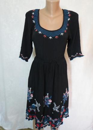 Шикарное черное платье миди с вышивкой