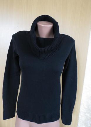 Актуальный черный свитер с воротом