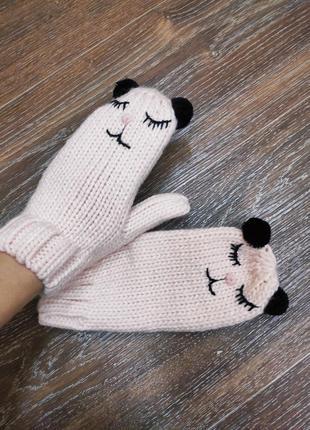 Новые милые вязаные варежки рукавички