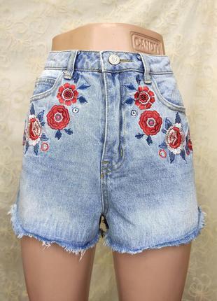 Короткие джинсовые шорты с вышивкой