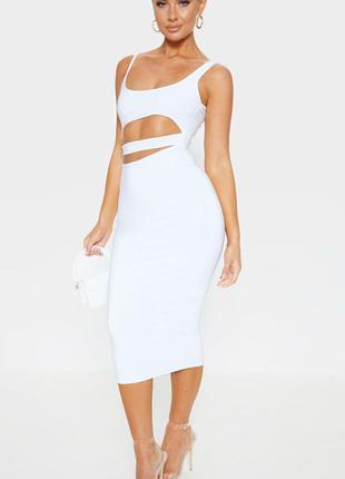 Белое миди платье с вырезами