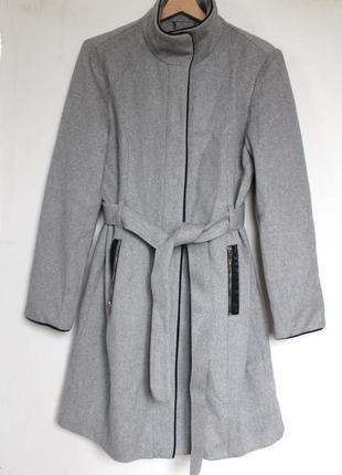 Vero moda серое женское пальто с поясом