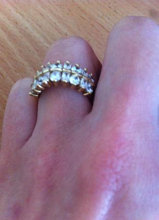 Золотое кольцо с крупными камнями