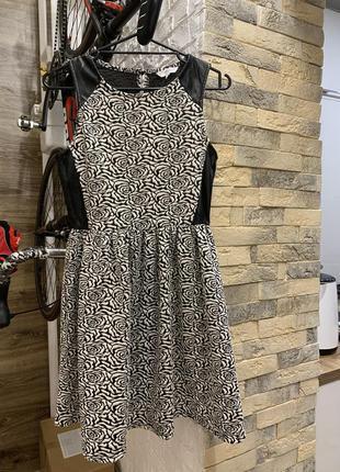 Платье чёрно белое с кожаными вставками нарядное