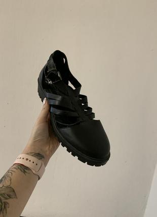 Чёрные крутые туфли new look