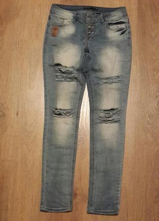 """Классные """" рваные"""" джинсы . bcurve. размер 28."""
