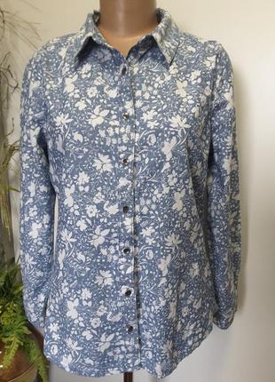 Джинсовая рубашка в цветочный принт