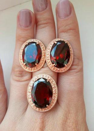 Набор серьги и кольцо в позолоте с большим красным камнем