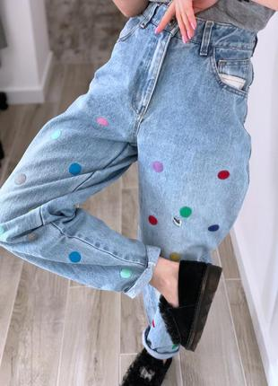 Винтажные джинсы мом с вышивкой