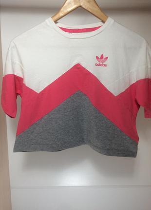 Оригинальная укороченная футболка adidas