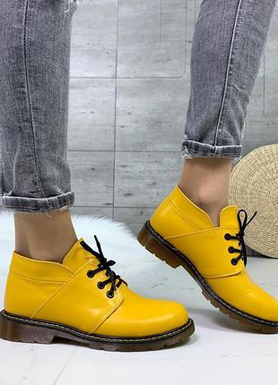 Жёлтые кожаные ботинки на низком каблуке,яркие ботинки из нату...