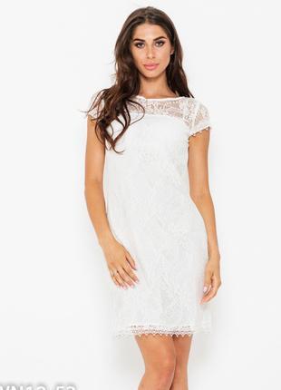 Нарядное белое платье из кружева