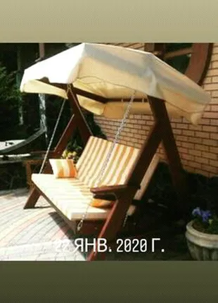 Садовая качель ето очень хорошый выбор для отдыха на даче, в саду