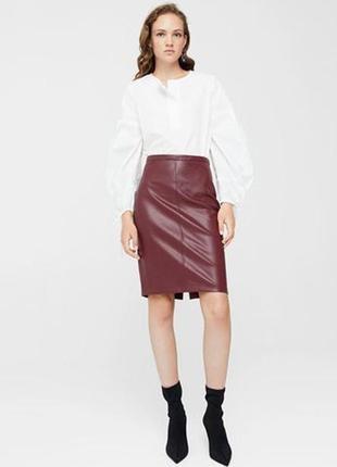 Шикарная фирменная  юбка карандаш цвета марсала с эффектом кож...