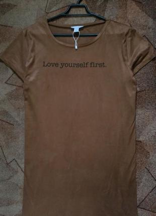 Удлиненная замшевая футболка с разрезами по бокам от amisu