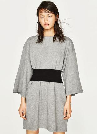 Обьемное серое платье с черным корсетом