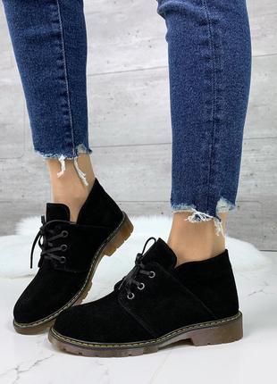 Чёрные замшевые ботинки на низком каблуке, чёрные ботинки из н...