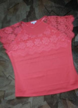 Блуза топ коралового цвета с нежным кружевом